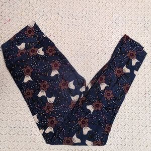 LuLaRoe blue leggings w/ birds & flowers. One size
